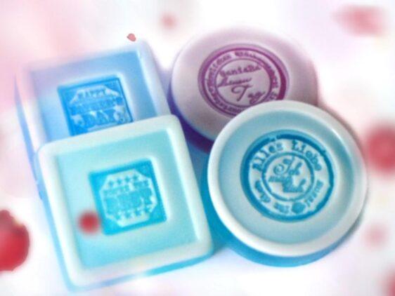 Die Seife mit Silikonstempel